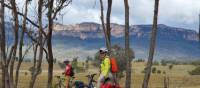 Cyclists viewing the Capertee Valley walls | Katy Taylor